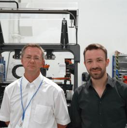 """Die """"Architekten"""" der Konstruktionsplattform von esmo: Dipl.-Ing. (FH) Peter Herr, Manager Design & Engineering (links), und Florian Peter, Administrator in der Elektrokonstruktion."""